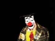 Występy klaunów, żonglerów, szczudlarzy